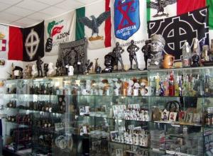 """Risoluzione PD, Sel e Altraer: """"No a vendita e diffusione di oggetti con immagini fasciste"""""""