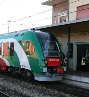 """Rimborso ai pendolari. Casadei, Mumolo, Pariani: """"Trenitalia modifichi la carta dei servizi"""""""